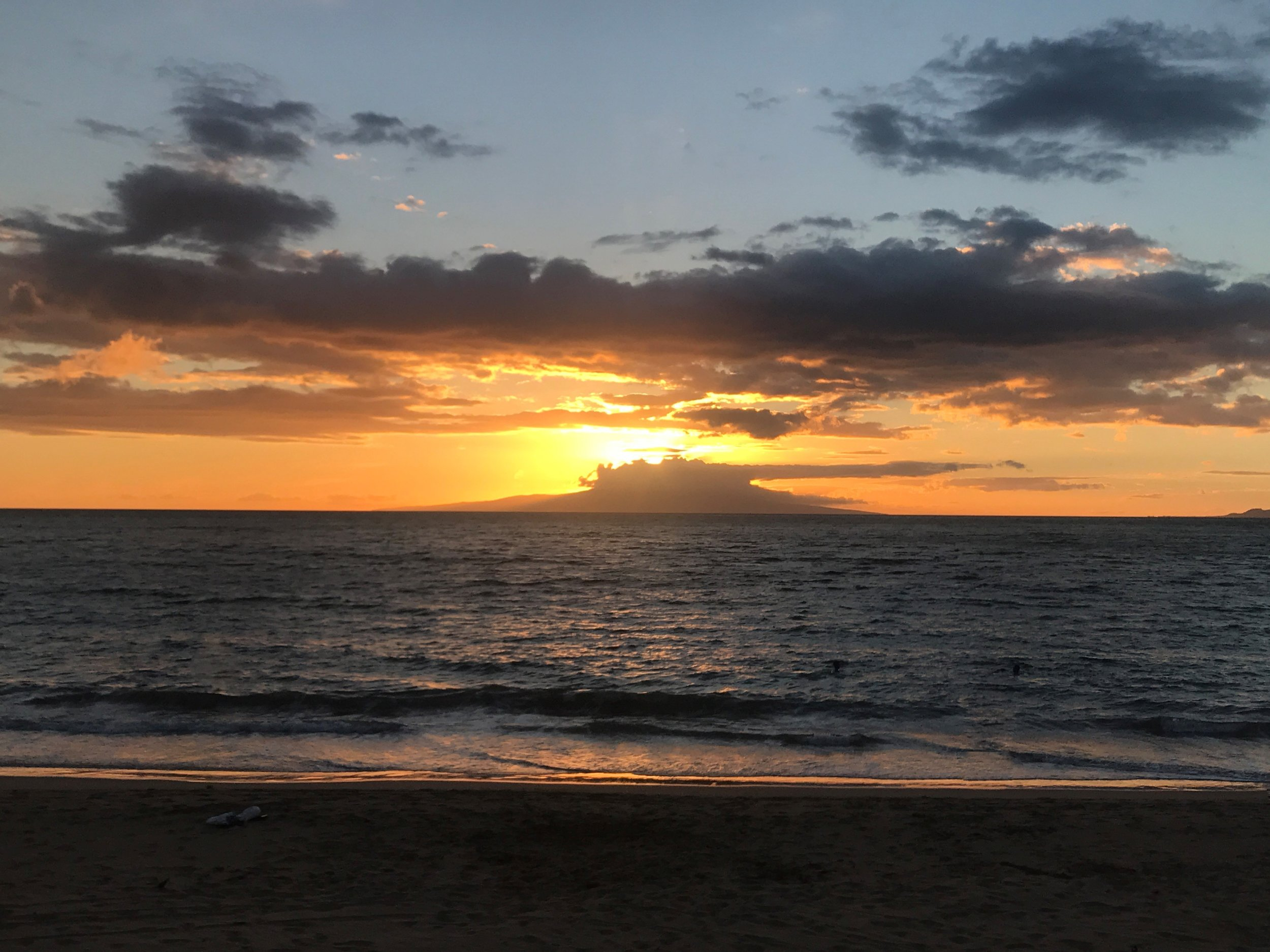 Sunset over Lanai / warporweft.com