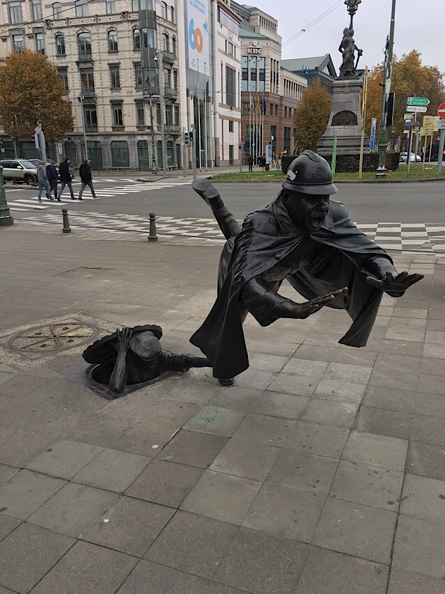 Mr Smith Goes To Brussels - Street Sculpture.JPG