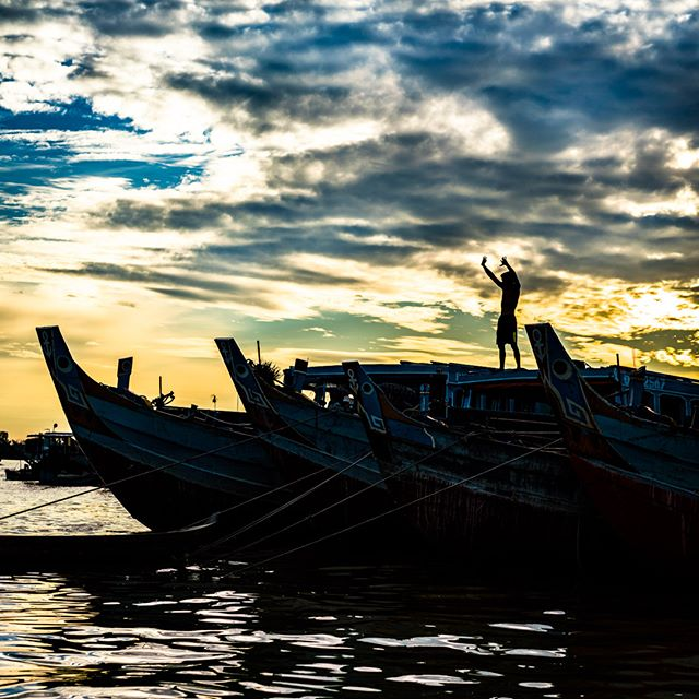 Raise your hands, shout at the sky, and summon forth the day!  Mekong Delta floating market a few days ago with @mpapaeracleous and @saigonphototours #vietnam #mekongdelta #mekong #floatingmarket #boats #sunrise #poetry #vietnamcharm #discovervietnam #tinypeopleinbigplaces  #bestplacestogo  #cityview  #travelphotographer #traveldeeper #letsgosomewhere  #moodygrams  #passionpassport #ourplanetdaily #sonya7riii #sonyalpha #sonyimage @sonyalpha @sonyvietnam
