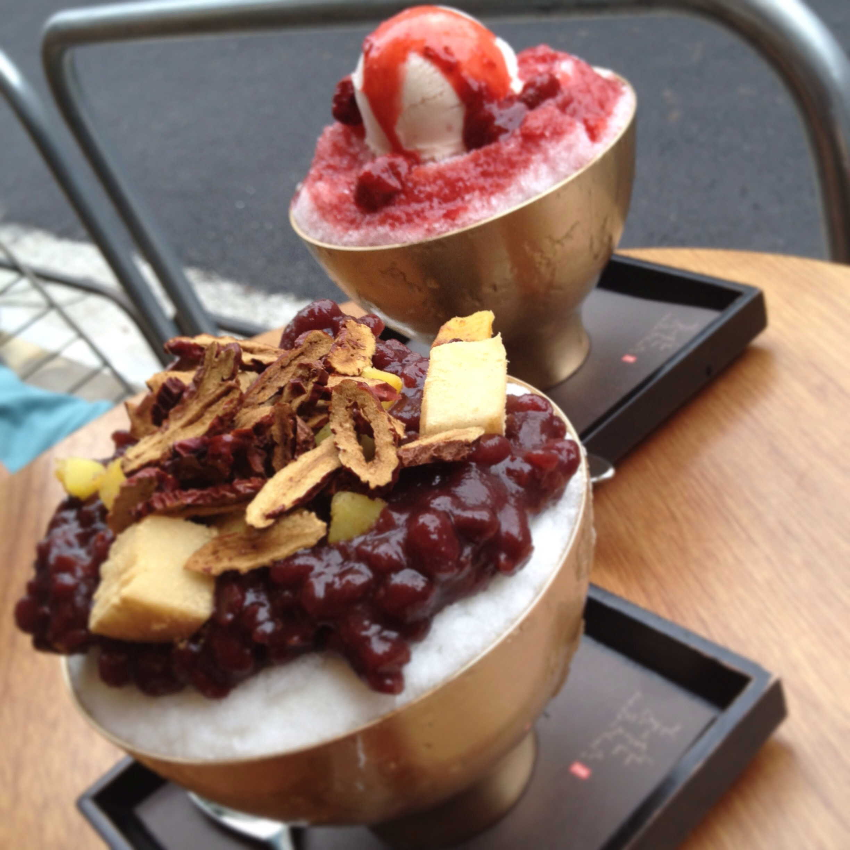밤와대추팥빙수 (  Chestnuts w. Dates on PatBingSoo) and딸기빙수 (Strawberry Bingsoo)