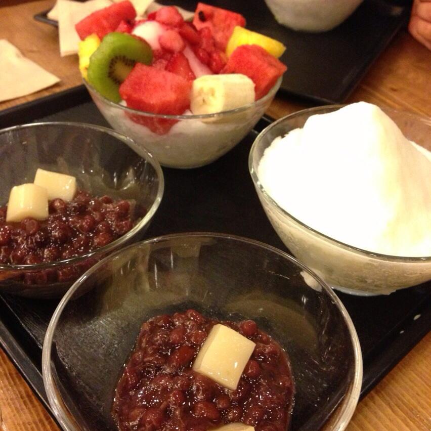 Pat BingSoo and Fruit BingSoo @호밀밭 (HoMealBat)   서울특별시 서대문구 신촌동.4-77 Changcheon-dongSeodaemun-gu, Seoul. Tel.02-392-5345
