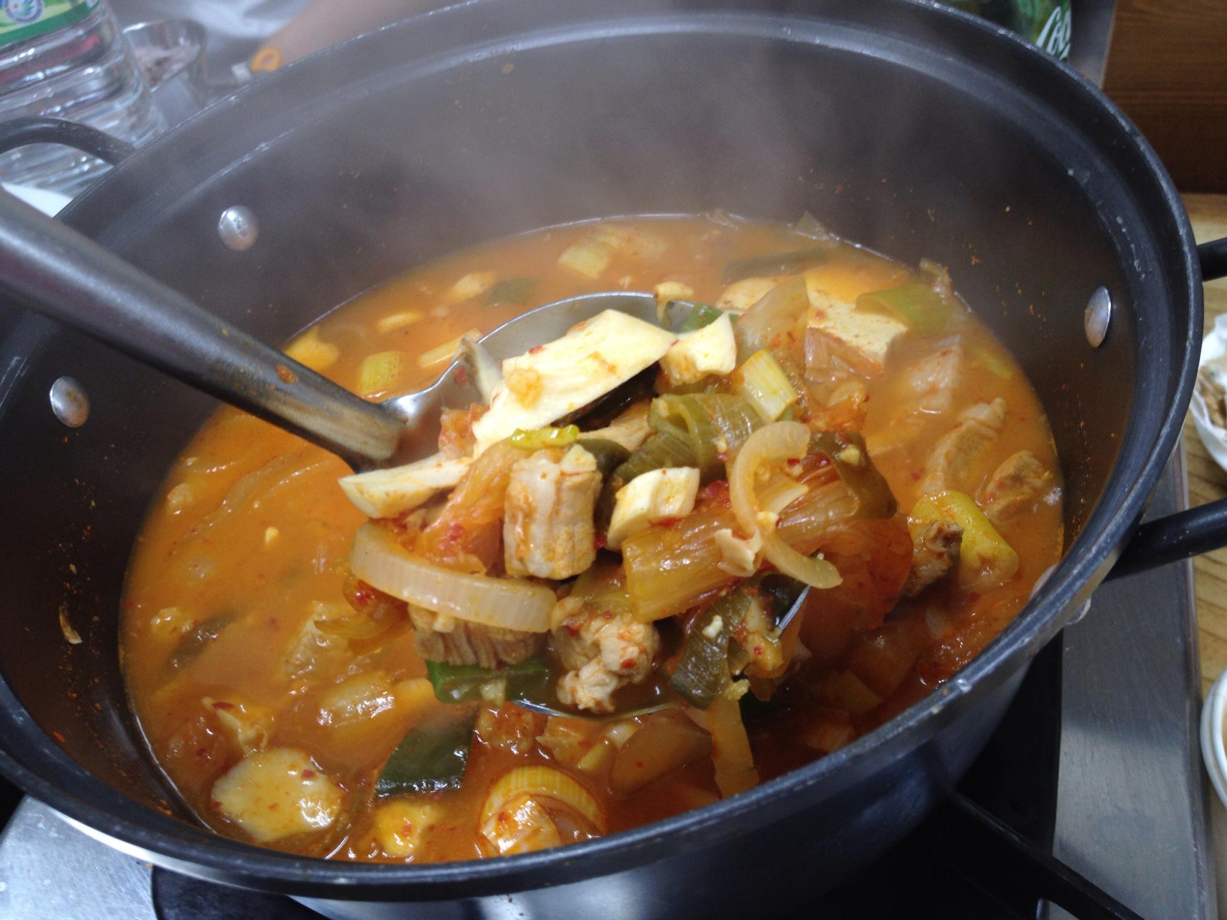 은주정 김치찌개 (EunJooJung Kimchi Jiggae). Hearty portion of chopped up 3-layer pork belly meat, kimchi, tofu, onions and green onions in a broth that is savoury, spicy but not too spicy and has a great flavour to it! At lunch, the kimchi jiggae is the only option on the menu (7000won). If you go after 5pm, you have to get the samgyupsal (3-layer pork bbq) along with the kimchi jiggae (10 000won). You don't even have to order - when you sit down, they will just bring it to you! You can add an order of rice if you would like.