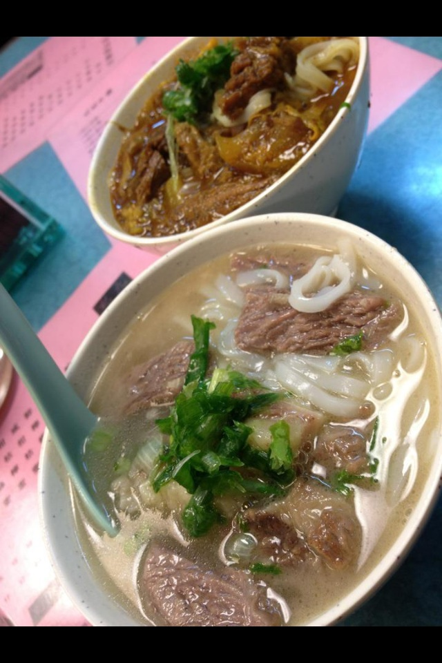 ...I usually order like this! 1 beef brisket soup with ho fun, with a side order of the curry soup! It's the best of both worlds!