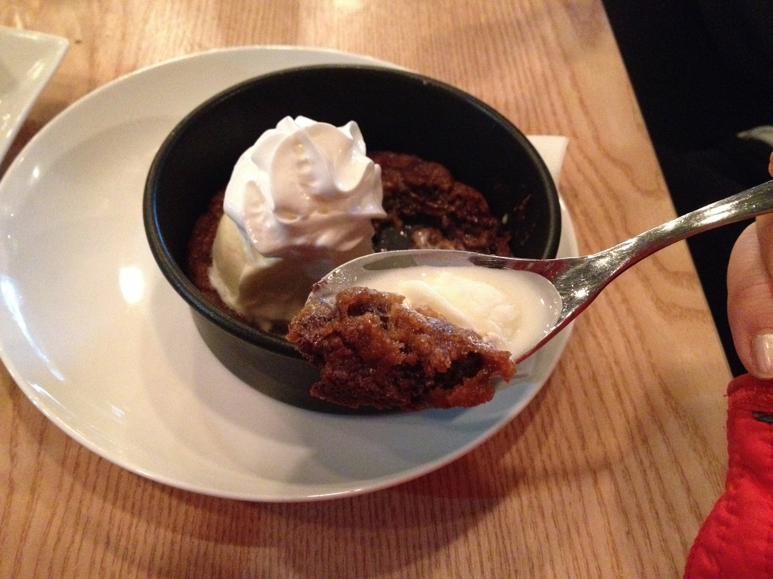 The contrasts between the hot cookie and the cool vanilla ice-cream is perfect!
