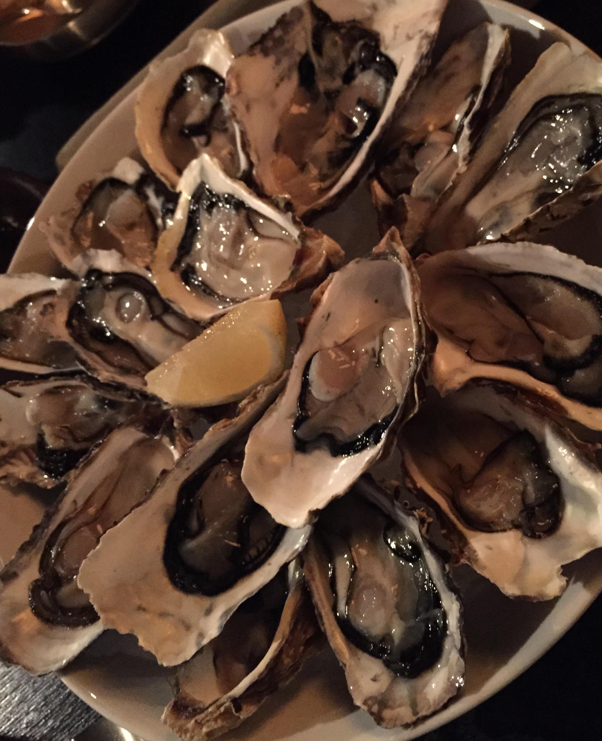 생굴 (Seng Gool) - Raw Oysters. 16 pieces for can't remember how much. This was an off the menu order because it was in season.