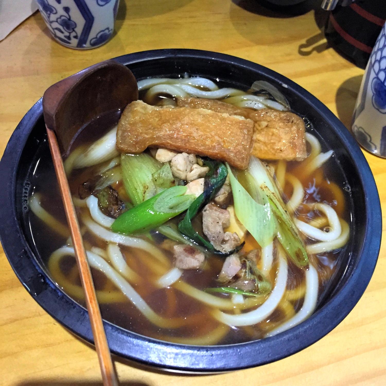 지도리우동 (Jidoree Udong) - Chicken Topping with Udong Noodles. See the brown pieces at the top? You can add on menu item so I added the 유부 (YooBoo) which is seasoned fried tofu curd to my soup. It was only 1500won to add.