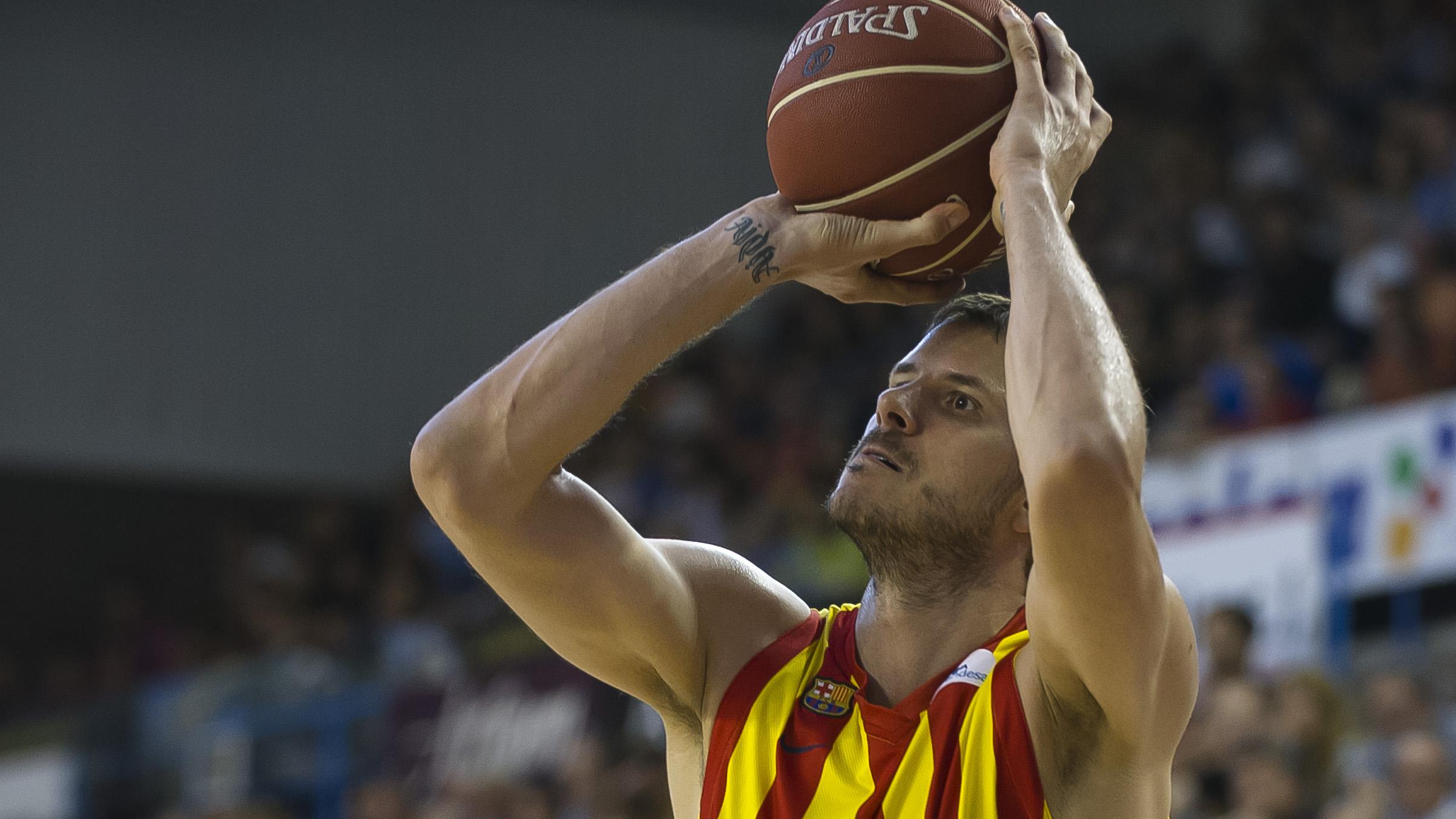 Boštjan je po Italiji, ZDA, Rusiji, Turčiji in Nemčiji, zadnji dve sezoni v Evropi igral še v Španiji.