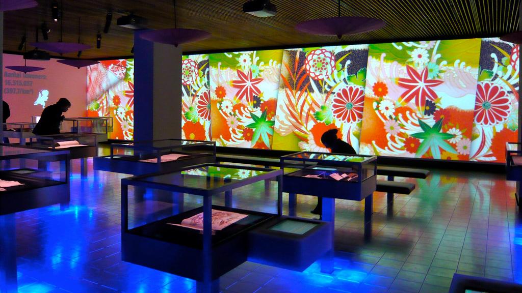 Van Hier tot Tokio  - Videowall voor de tentoonstelling 'Van Hier tot Tokio', over 400 jaar handelsbetrekkingen tussen Nederland en Japan,in De Verdieping van Nederland.
