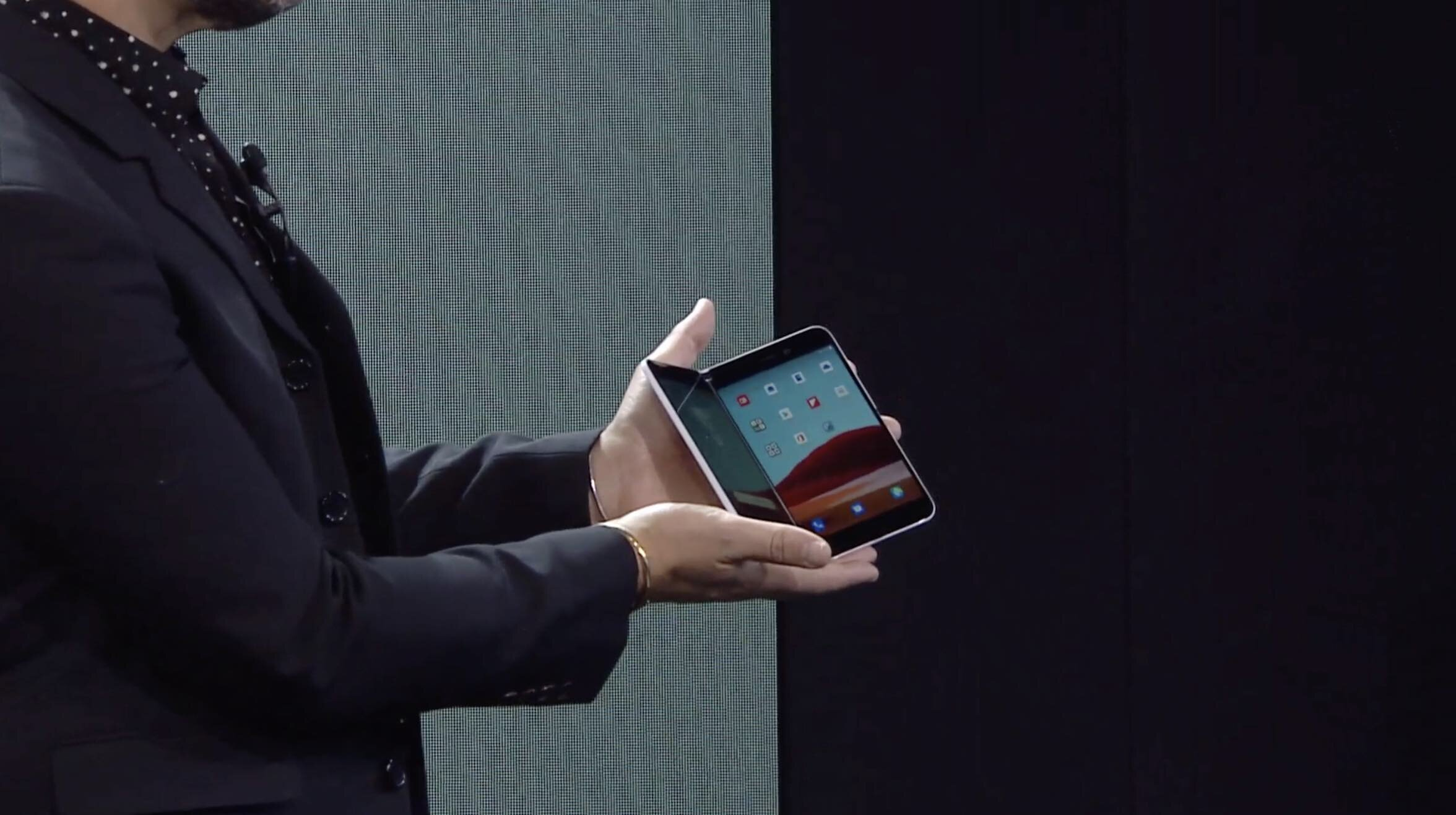 microsoft-surface-Duo-on-stage.jpg