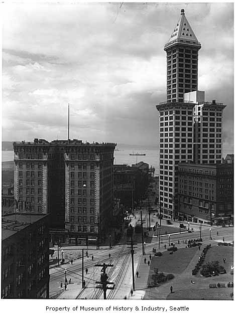 Frye_Hotel_and_Smith_Tower_Seattle_ca_1914.jpg