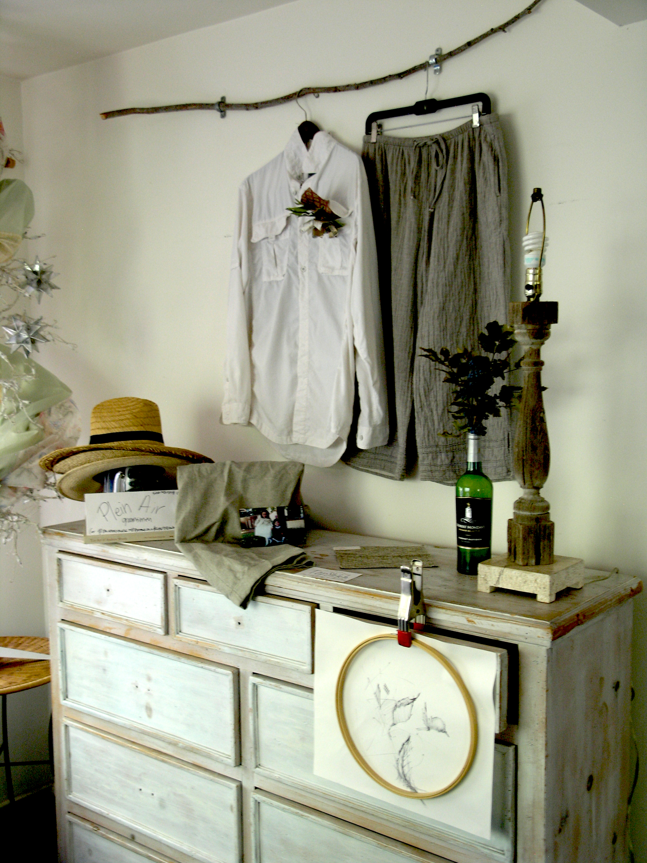 #PleinAir #Groomsmen & #PaintersHouse #WeddingChapel #Studio setup, including local #Botanicals #sketch for embroideries. Love is in the Plein Air for #PinupsPresidential...