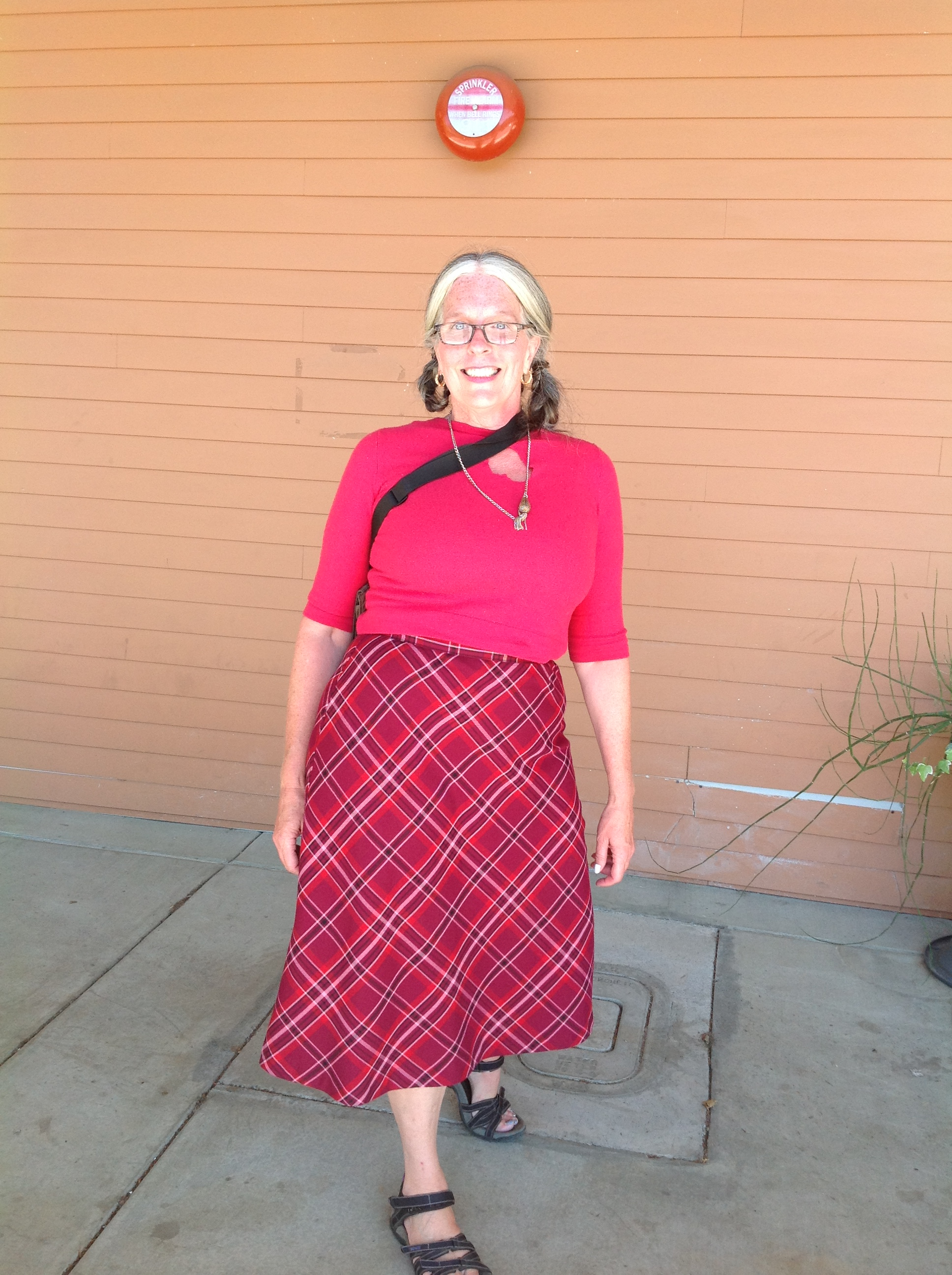 Harlequin Skirt & torn heart sweater. I'm looking for diamonds to wear during Renewal-Transition from BirthdayCake to HauntCouture. I've been dancing outside the library since internet's already off at the house since PaintersHouse is changing location!
