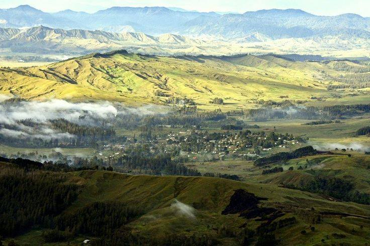 Ukarumpa with the Krätke Range in the background (we swiped this beautiful photo off the Ukarumpa FB page, courtesy of unknown)