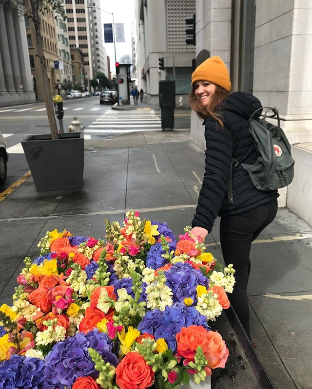Admin appreciation day is right around the corner, & flowers are the perfect way to say, 'thanks for all you do!' Call or order online today!  #sf #sanfranciscoflowers #fidiflowers #adminappreciation #sanfrancisco #sendflowers #urbanbotanica #sfflowers