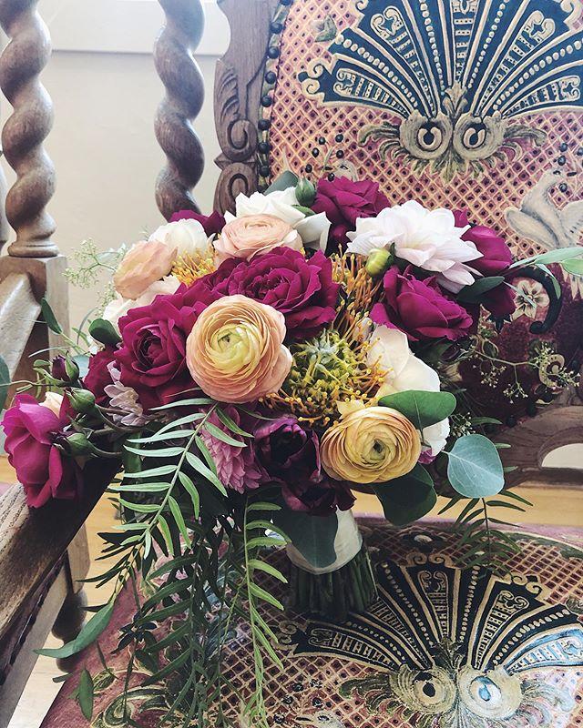 A Thursday wedding.... why not! #urbanbotanicasf #sf #sfweddings #sfflowers #sfweddingflowers #bayareaweddingflowers #bayareawedding #bridalbouquet #gardenrose #ranunculus