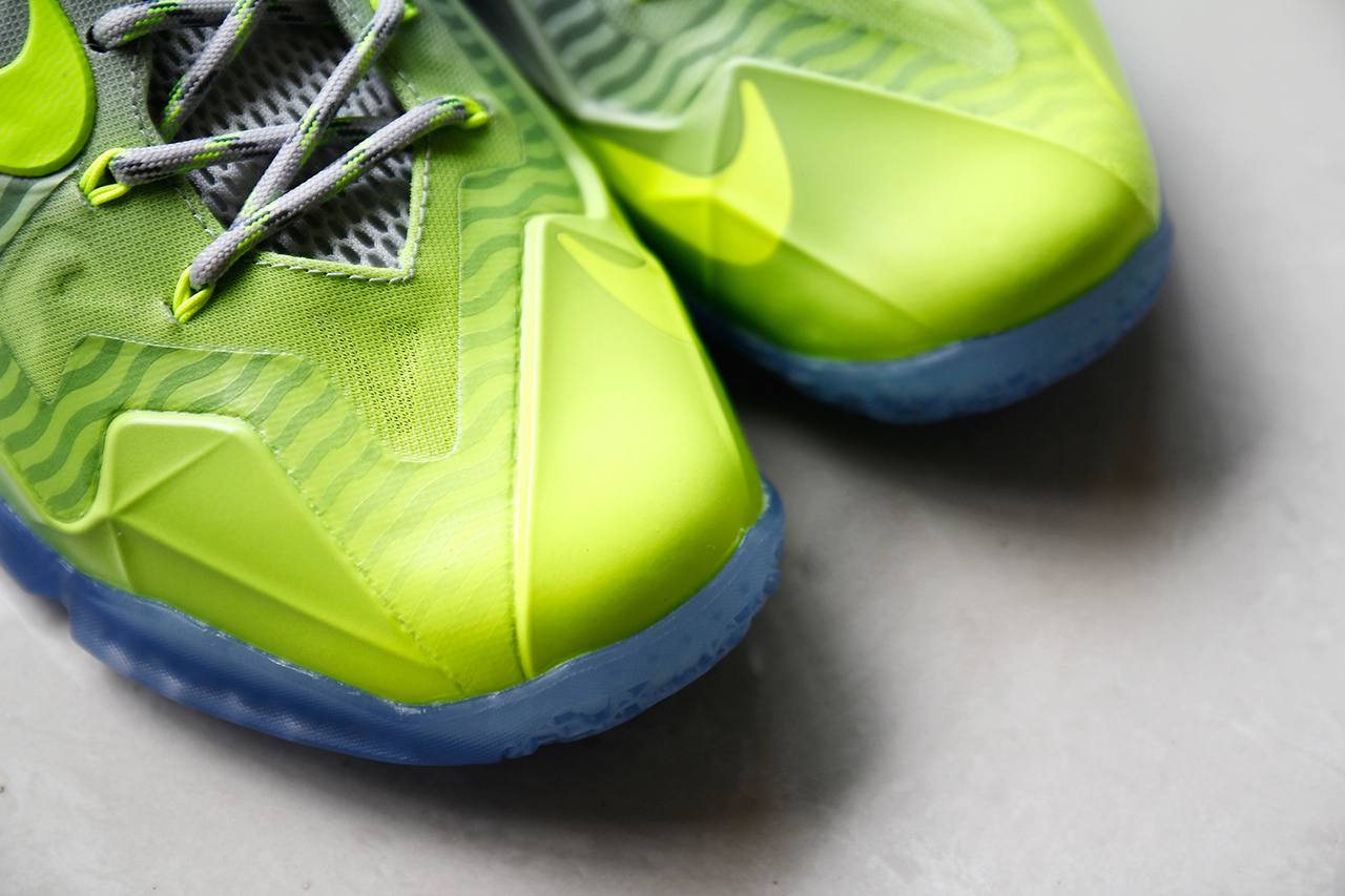 a-closer-look-at-the-nike-lebron-11-metallic-luster-ice-volt-2.jpg