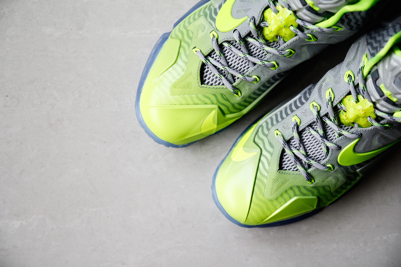 a-closer-look-at-the-nike-lebron-11-metallic-luster-ice-volt-3.jpg