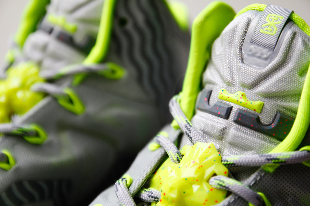a-closer-look-at-the-nike-lebron-11-metallic-luster-ice-volt-5.jpg