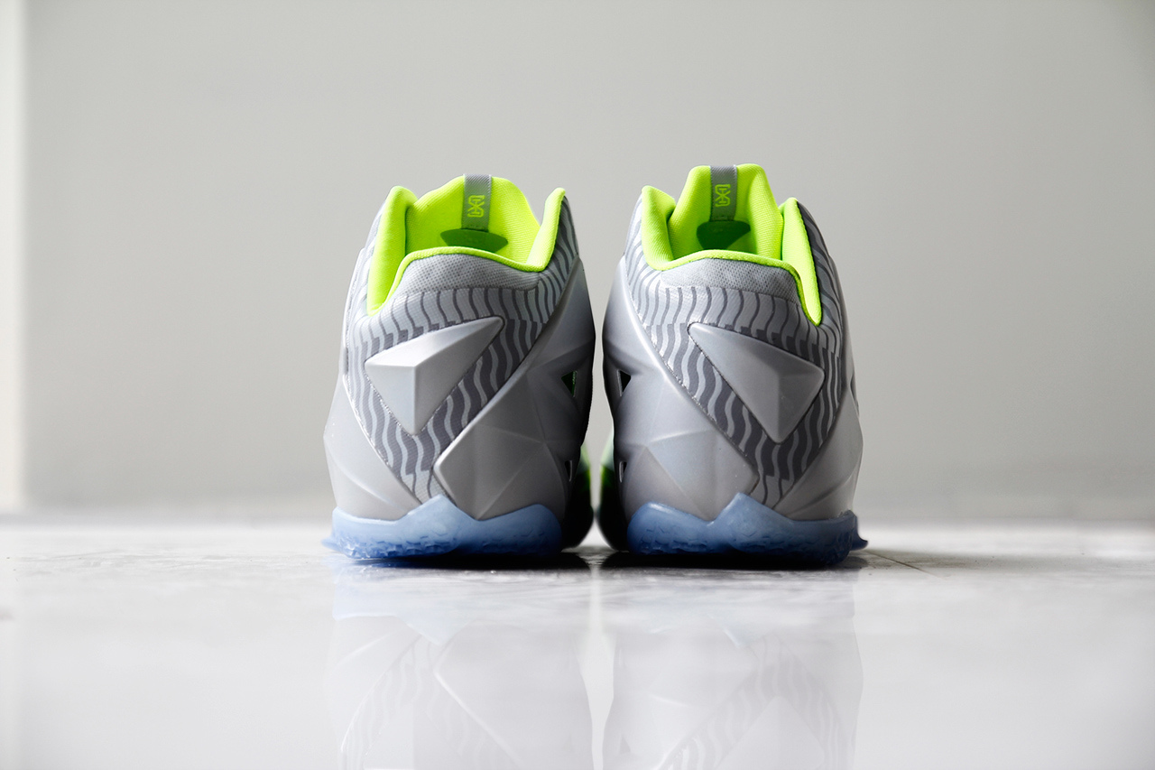 a-closer-look-at-the-nike-lebron-11-metallic-luster-ice-volt-7.jpg