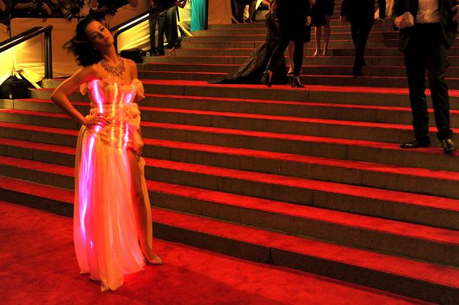 CuteCircuit-dress-Katy-Perry_dezeen_01.jpg