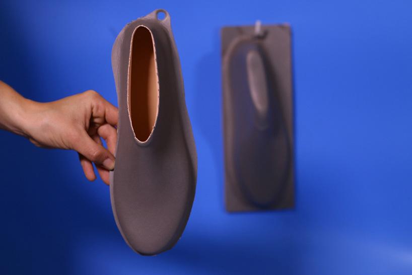 lou-moria-vacuum-forming-shoe-last-21986-designboom-04.jpg