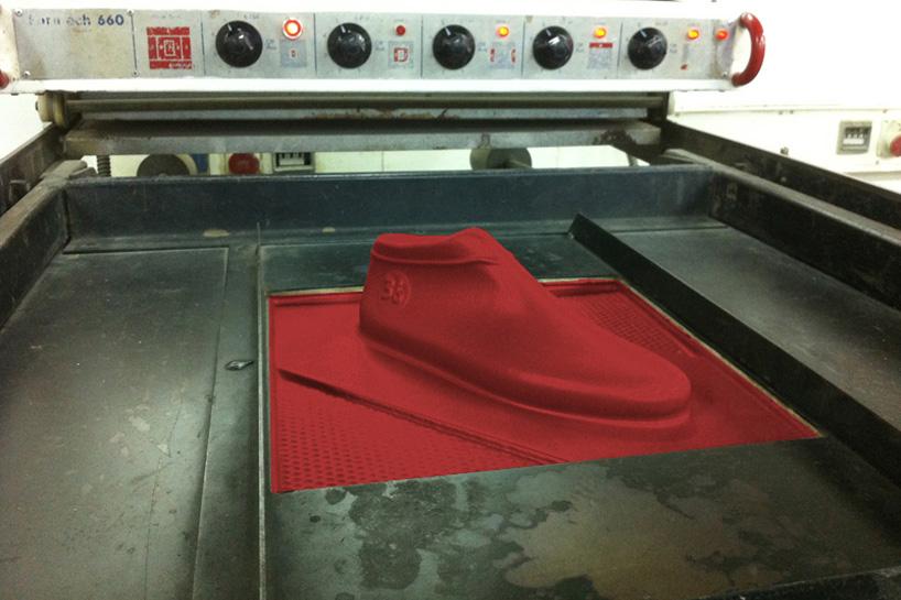 lou-moria-vacuum-forming-shoe-last-21986-designboom-10.jpg