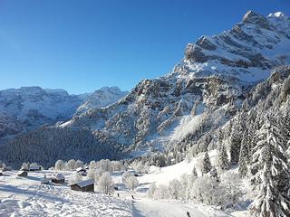 Skiing Saba Monin.jpg