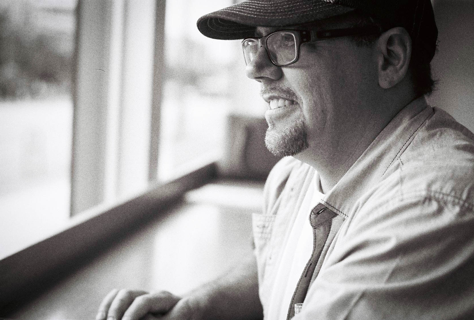 Jake Elysian Cafe, Vancouver Canon L1, 50mm F1.4 TMax 400 film 6.16