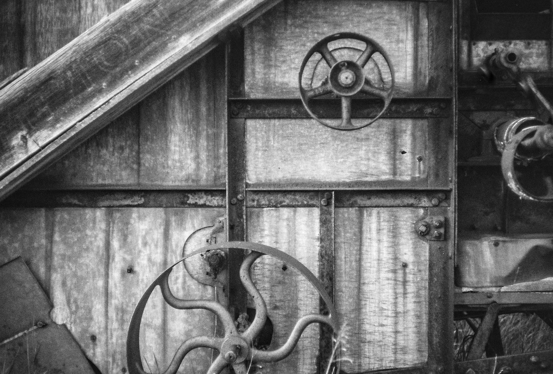 Threshing machine Bulwark, Alberta Leica M3, Canon 50mm F1.4 Ilford Pan F Plus 50 film 7.16