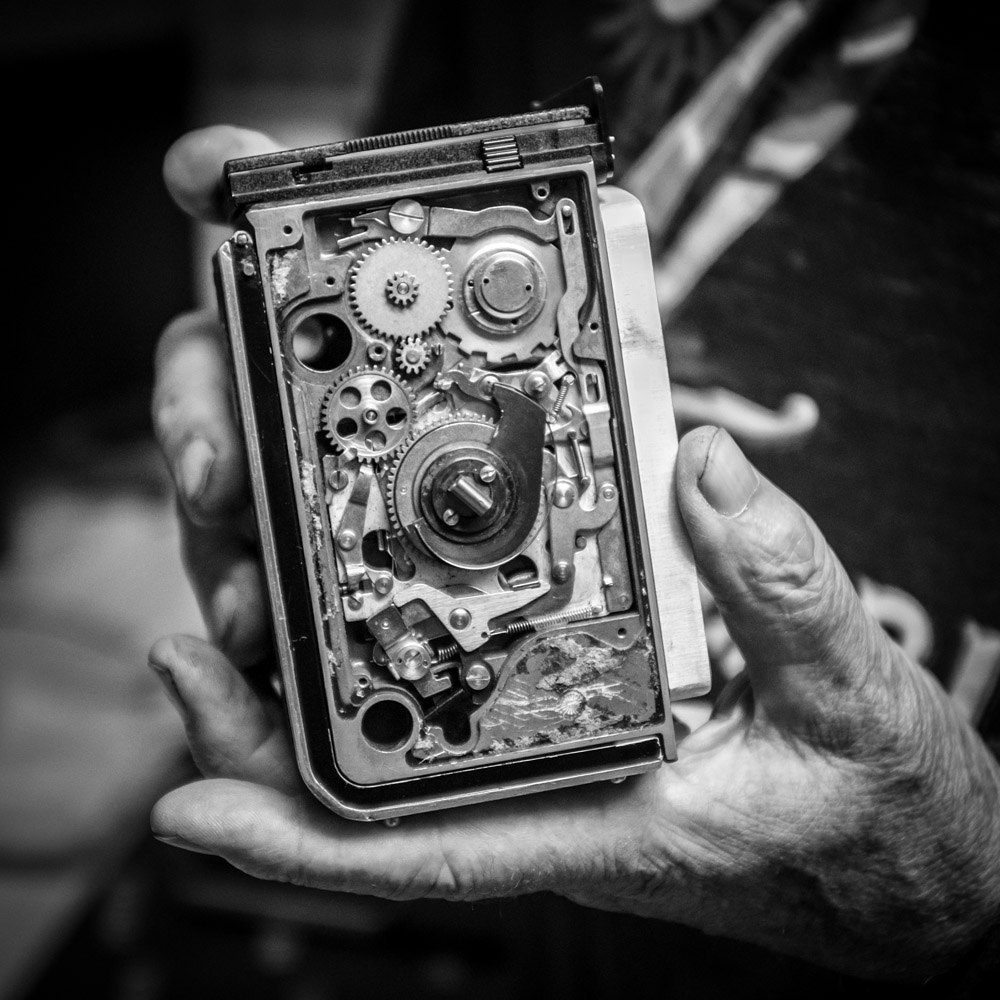 The inner workings of the Rolleiflex camera are an engineering marvel. No wires or integrated circuits here. Just precision mechanics.    Fuji X100T 9.16