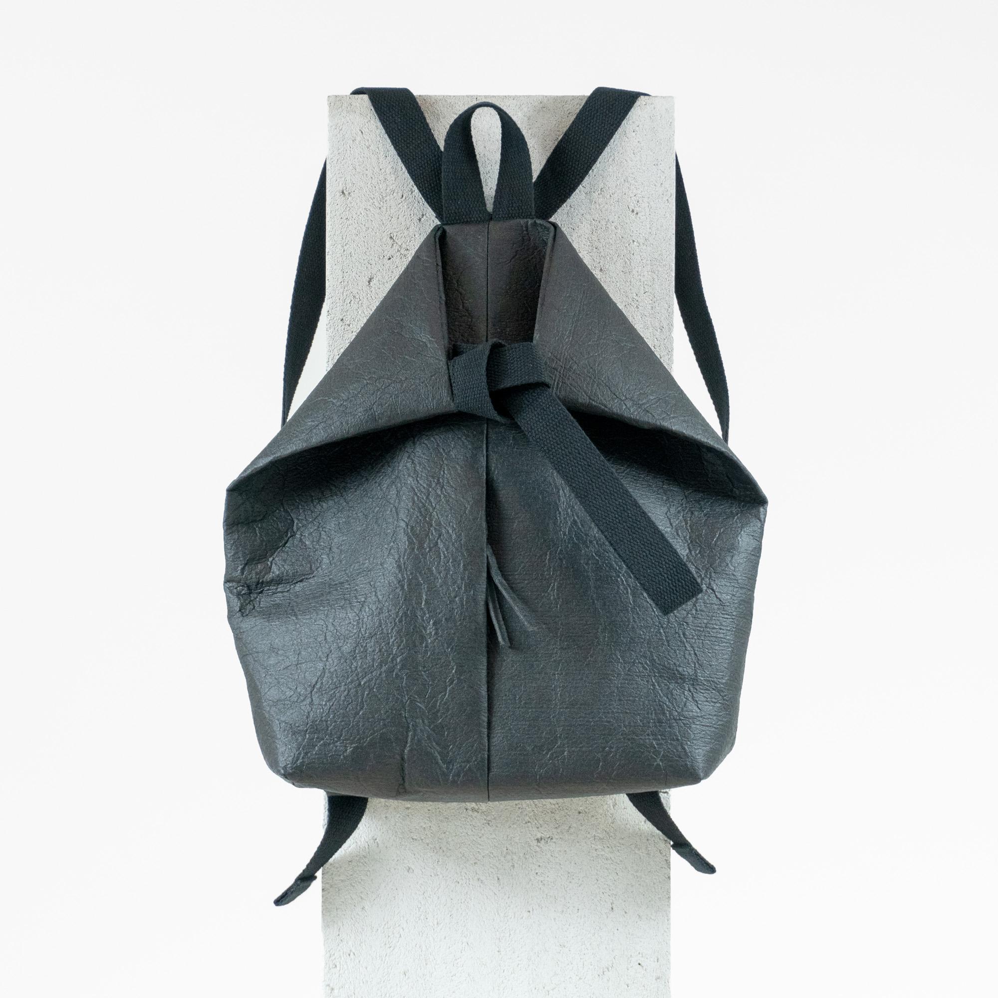 backpack_front_black.jpg