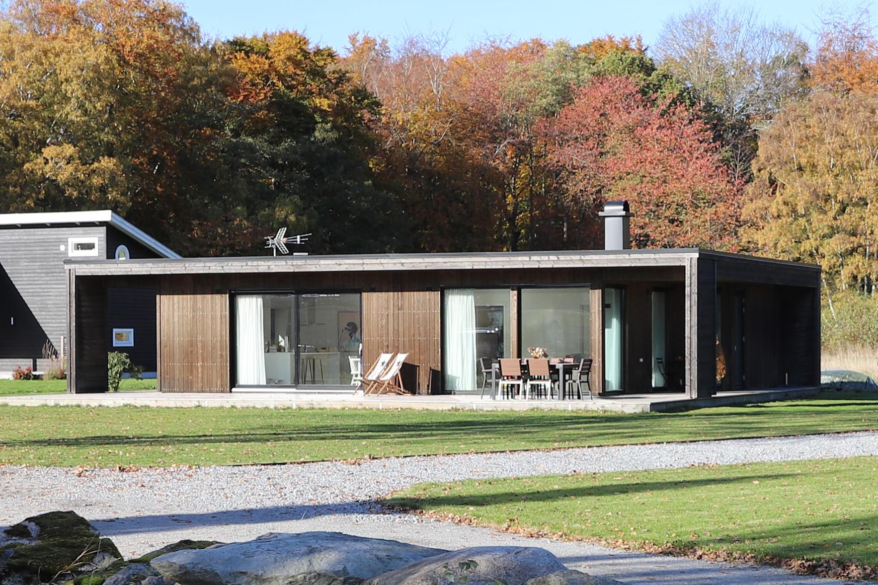 house_autumn_small.jpg