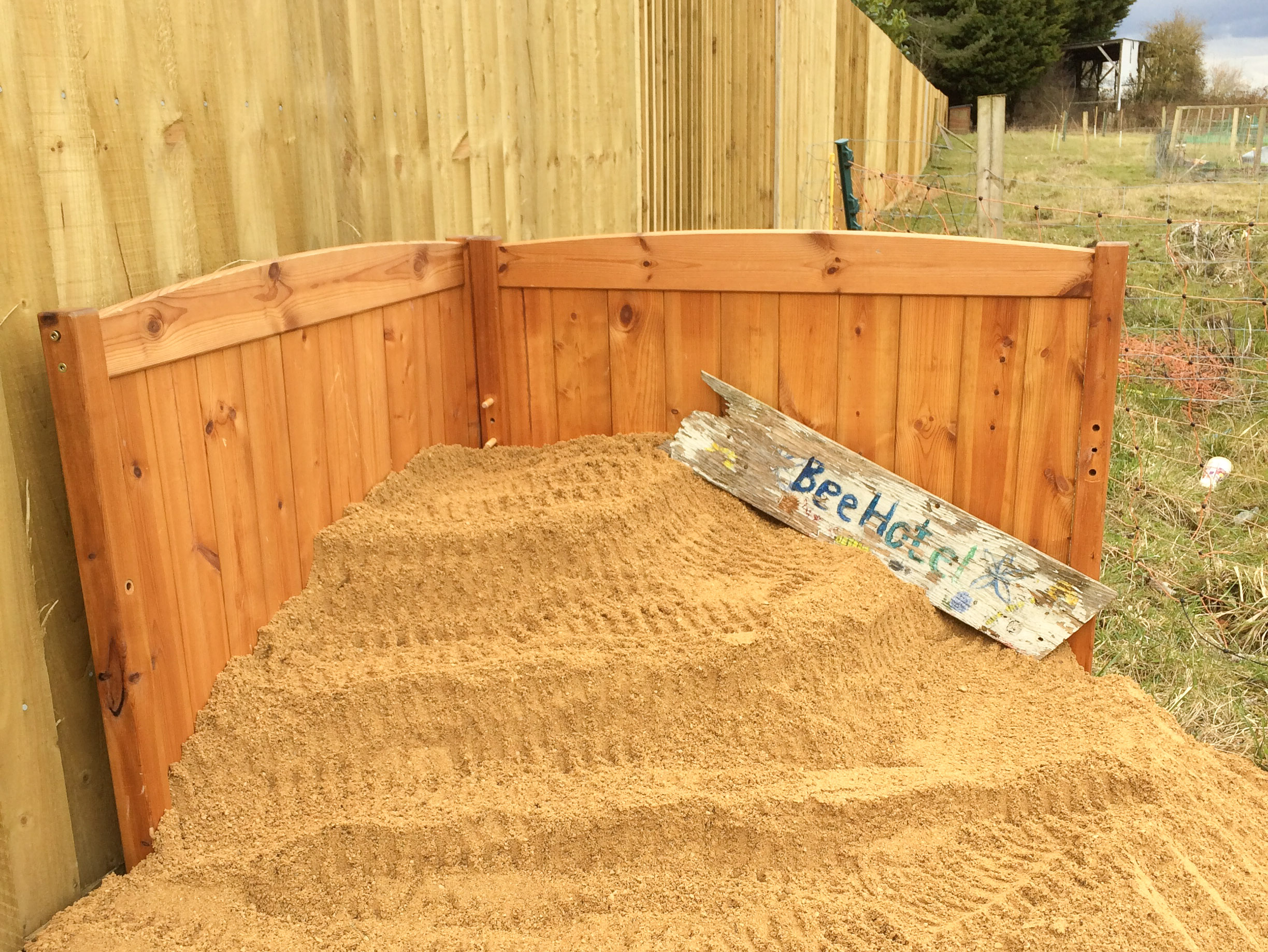 Stepped sand to provide nest site for solitary bees either horizontally or vertically