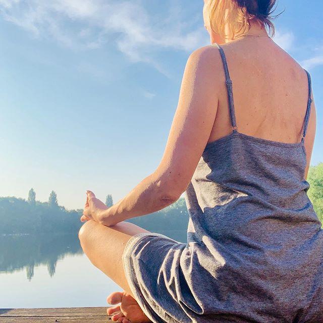 DEEP BREATHS ARE LIKE LITTLE LOVE NOTES TO YOUR BODY. 🧘🏼♂️ #morningmeditation . . . #meditate #meditation #keepcalm #mindfulmama #mindfulmamas #keepcalmandsareeon