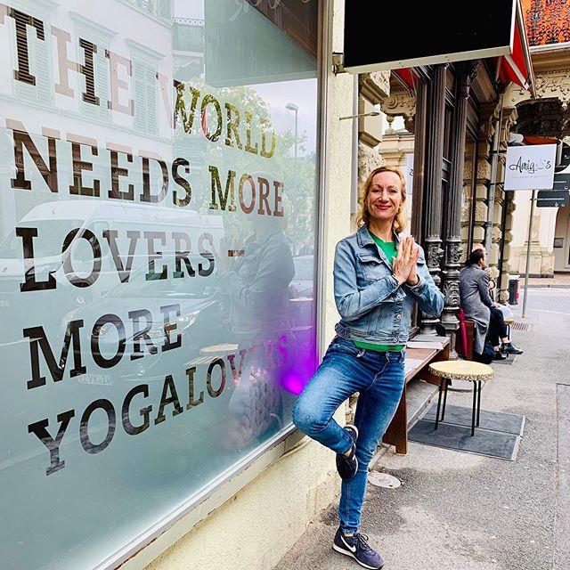 THE WORLD NEEDS MORE YOGALOVERS. WORD. . . . #yogagirl #yogalover #om #yogamama #yogamom #treepose
