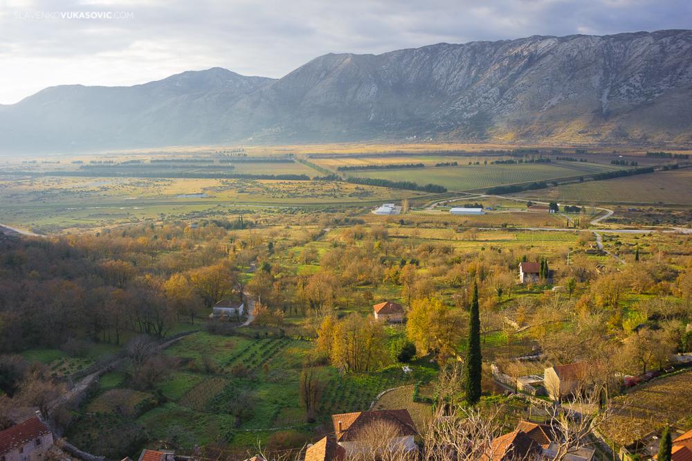 Поглед на Попово поље из села Дубљани ауторска права © 2010 Славенко Вукасовић