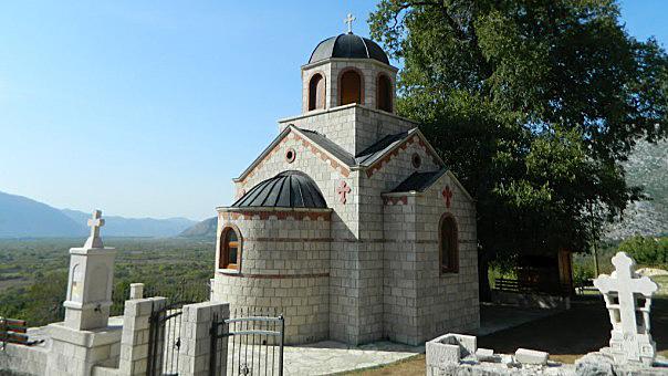Спомен црква Светом Василију Острошком у Мркоњићима