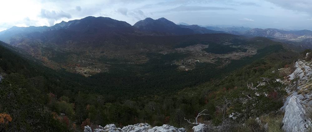 pogled sa stijena ispod vrha.jpg