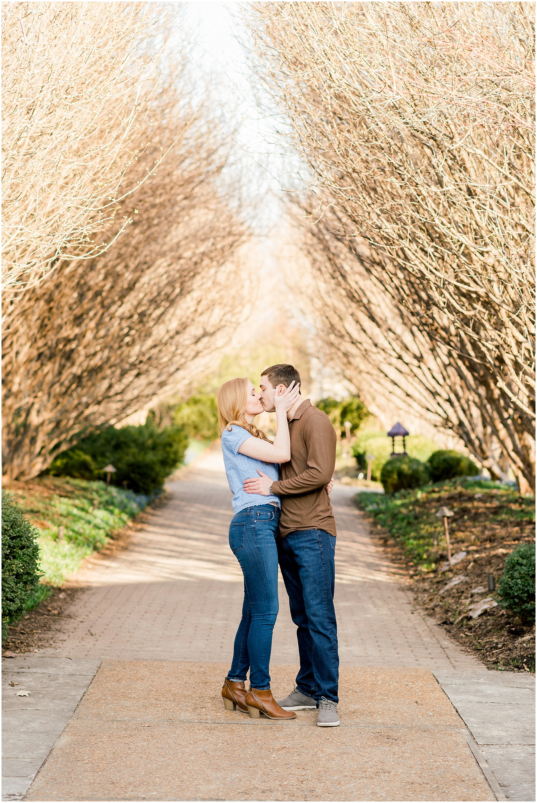 Olbrich-Botanical-Gardens-Madison-WI-Photographer-Engagement-Photos-11_blog.jpg