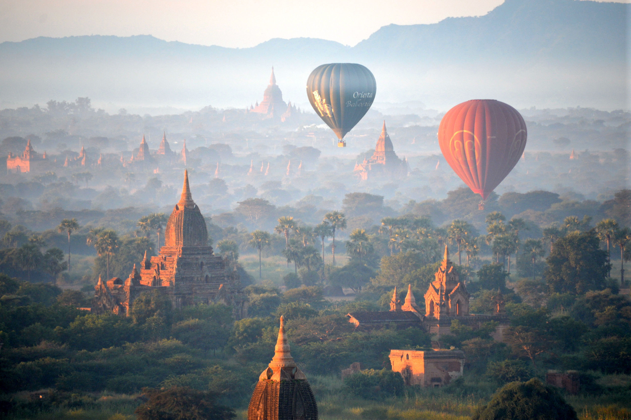Balloons_over_Bagan_010.JPG