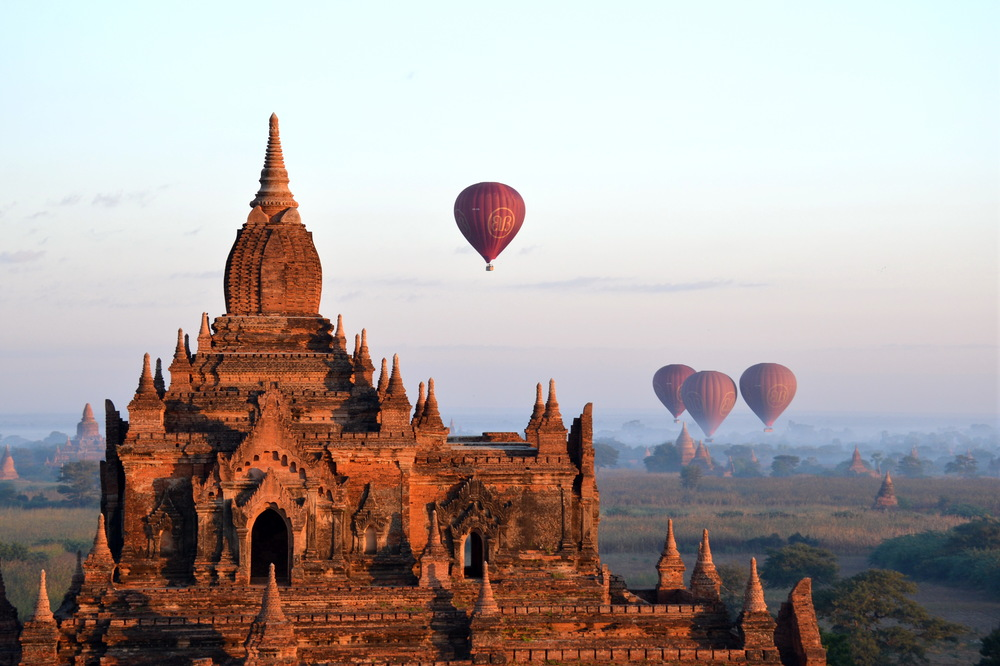 Balloons_over_Bagan_004.jpeg