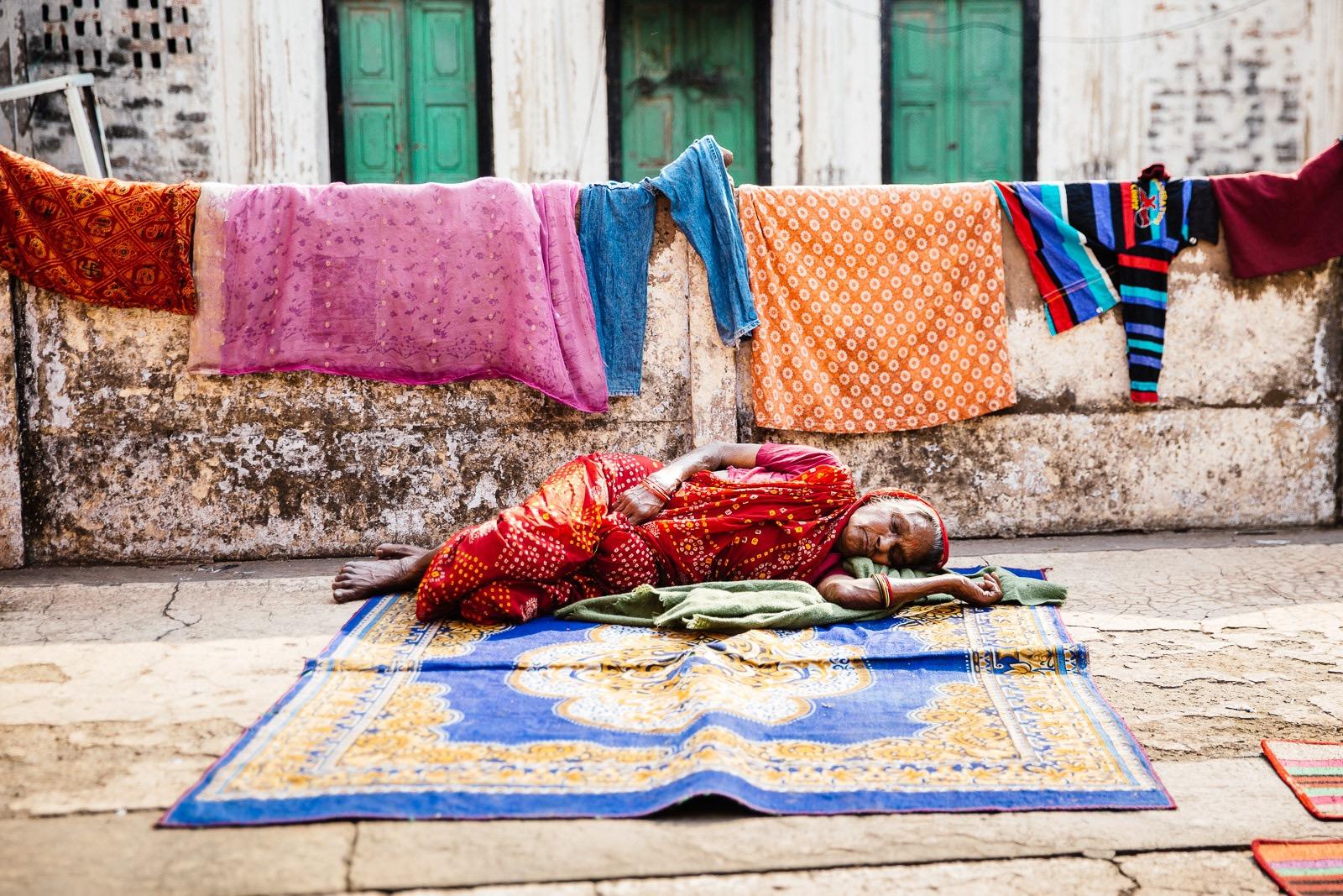 a86f506f5879b63a-varanasi-india-travel-photos-tanveer-badal-36.jpg
