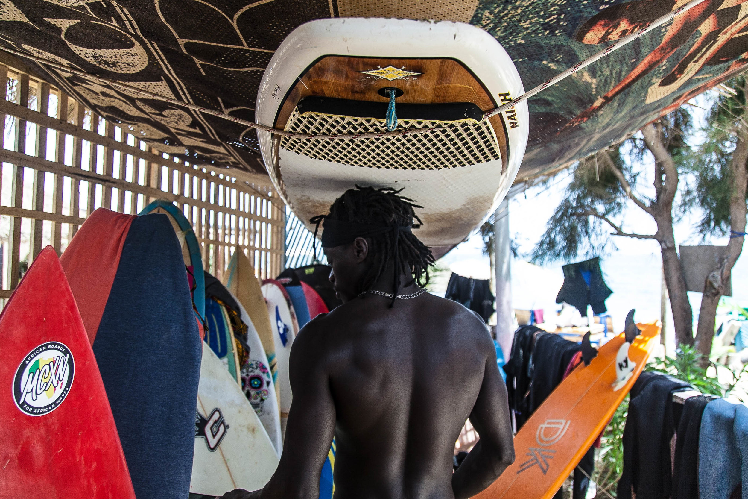 leelitumbe_spiritedpursuit_senegal_dakar_surf-63.jpg
