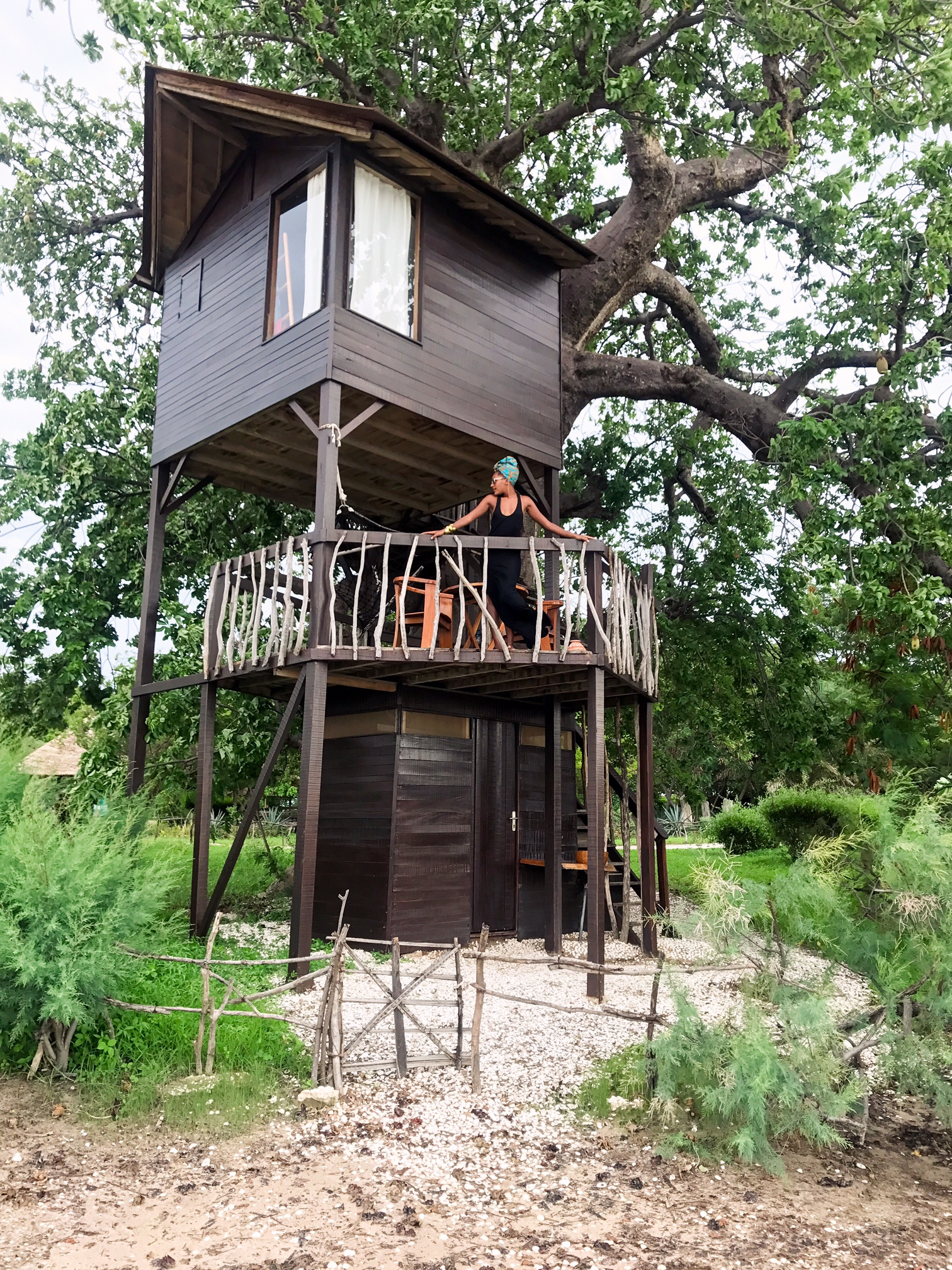 Jakiya in treehouse.JPG