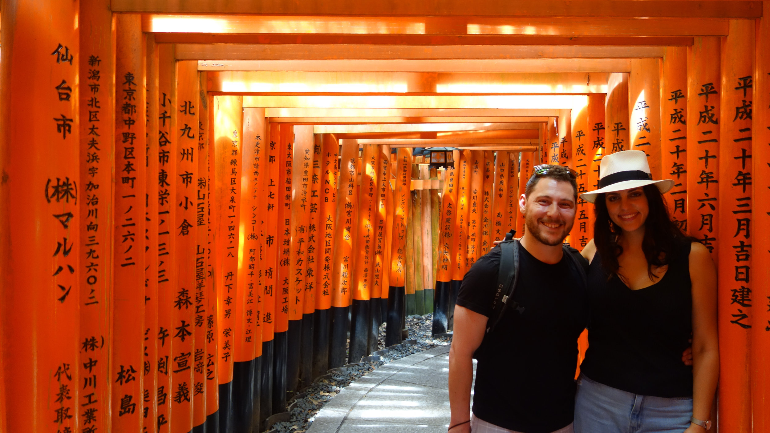 Fushimi-Inari-Shrine-torii-gates.jpg