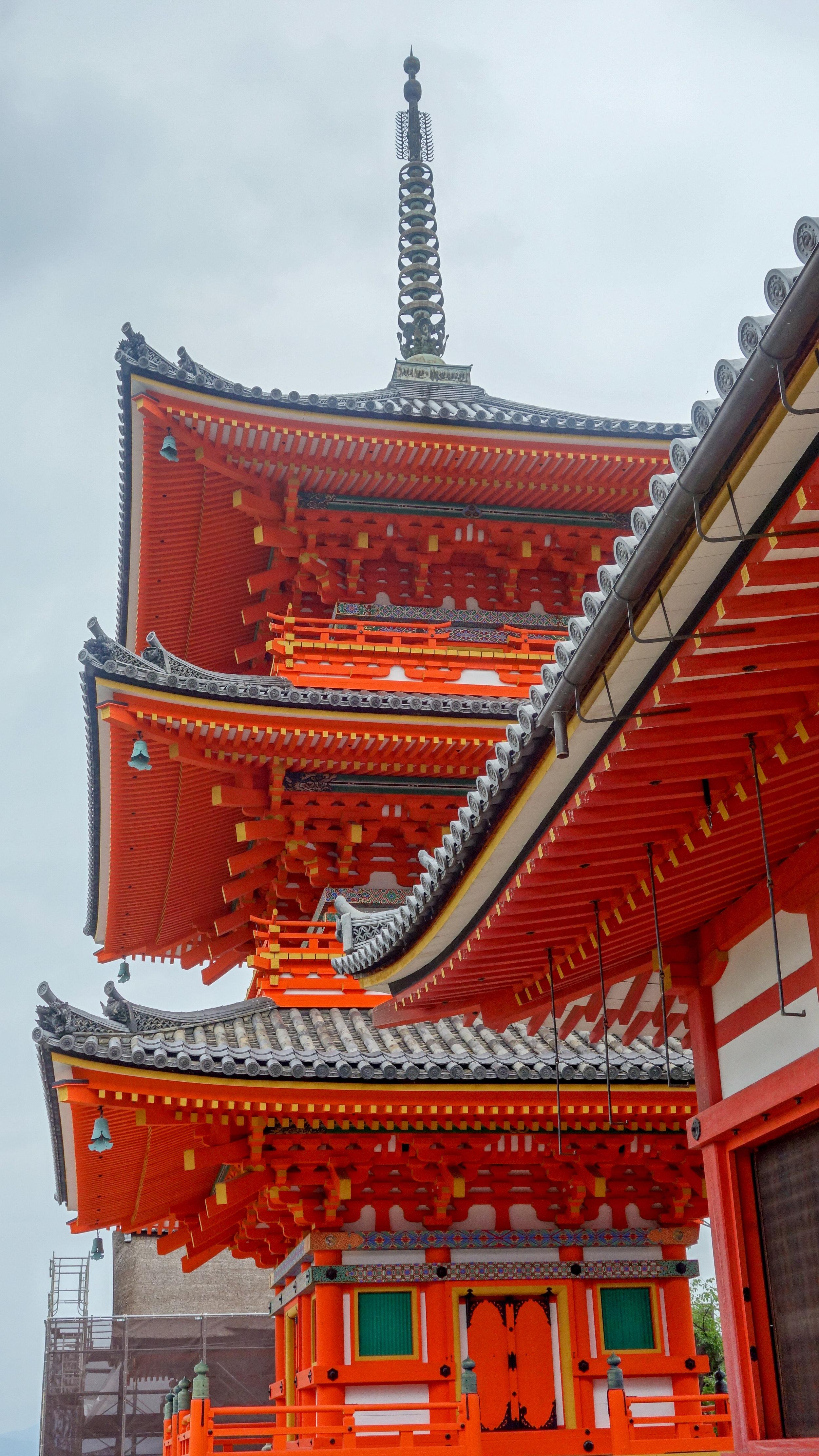 Fushimi-Inari-Shrine-pagoda.jpg