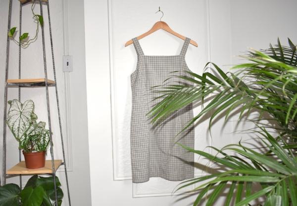 """""""Nous avons une super sélection de ce type de mini robe droite vintage, je trouve qu'elles sont géniales tout au long de l'année - avec des espadrilles ou des sandales durant l'été, et superposées avec un chandail à manches longues et des collants durant l'hiver."""""""