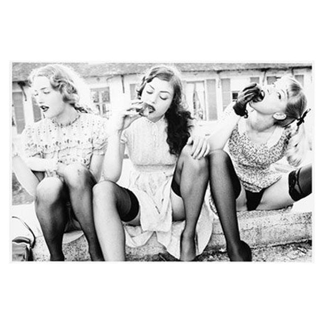 Nobody snaps women as @ellenvonunwerth does, it's unapologeticly sexy and slightly naughty...... I think I'm gonna eat a 🍑now #denizterli #inspiration #ellenvonunwerth #girlswithpeaches #sexywomen #designershoes #peach #highheels #panties #designer #rotterdam
