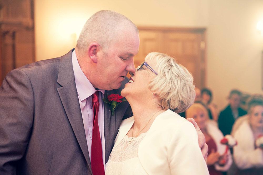 couples-first-kiss.jpg