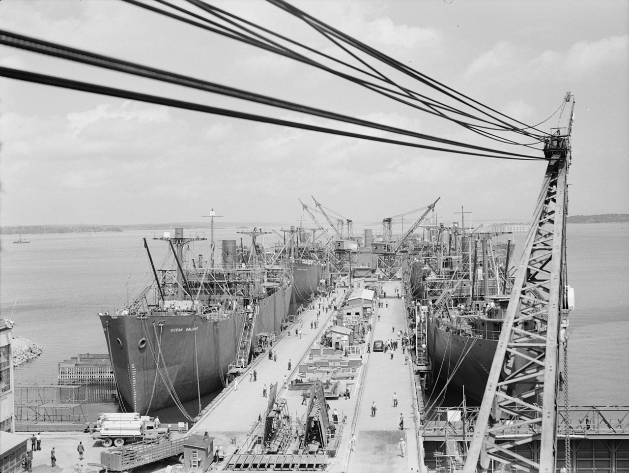 Mass launching of 5 ships, August 16, 1942 in South Portland, Maine (photo- Freeman, Albert _US Library of Congress)